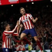 Saúl celebra su gol junto a Morata
