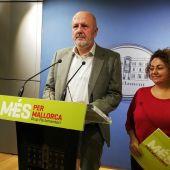 Miquel Ensenyat, portavoz de Mes per Mallorca, junto a Joana Aina Campomar