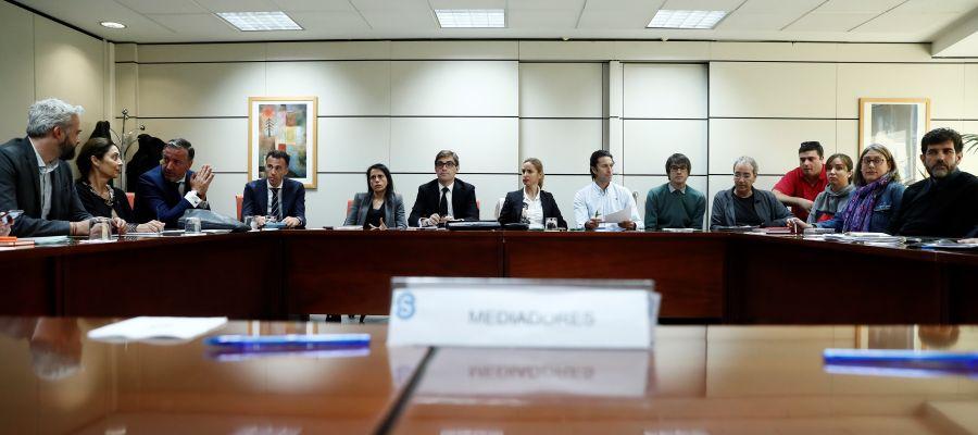 Miembros de la patronal y los sindicatos del fútbol femenino durante el del acto de conciliación celebrado en el Servicio Interconfederal de la Mediación y Arbitraje para hablar de la huelga del fútbol femenino este lunes en Madrid.