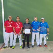 Los jugadores del Club Frontenis Elche Francisco Salavert y Jose Sivila, de rojo, vencieron a José Sanvenancio y Jerónimo Maestre, del Miramar.