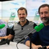 Jon Garaño, Aitor Arregi y José Mari Goenaga en el estudio de Onda Cero
