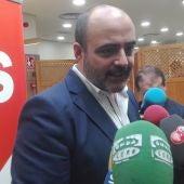 Francisco Fernández-Bravo, atendiendo a los medios de comunicación