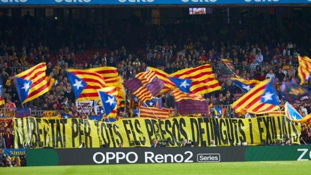 El debate de los jueves: ¿Permitirías la pancarta independentista para calmar el partido del Camp Nou con el Madrid?