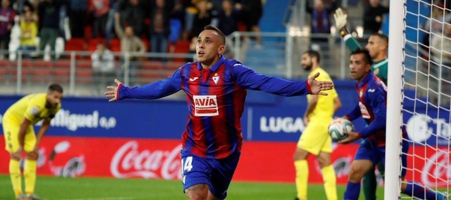 Orellana celebra su gol con el Eibar