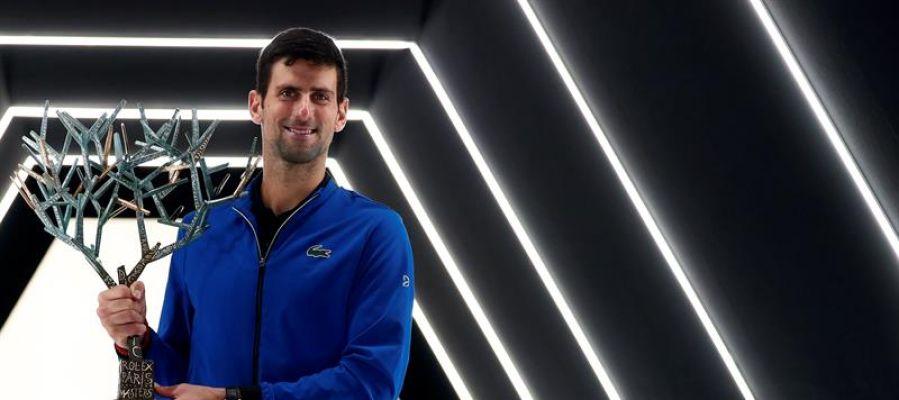 Djokovic suma su quinta copa en París y se queda a un Másters 1.000 de Nadal