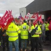 Sindicatos y trabajadores de ambulancias se han concentrado frente el Hospital de Ciudad Real