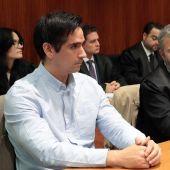 Rodrigo Lanza junto a su abogado, Endika Zulueta.