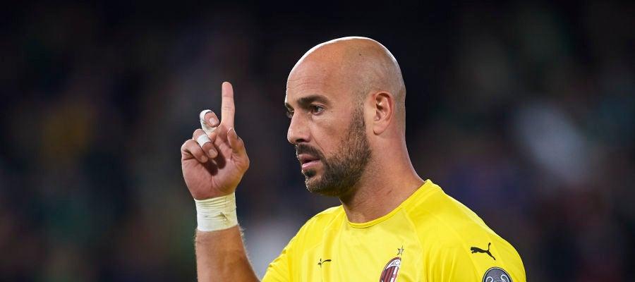 Pepe Reina, durante un partido con el Milan