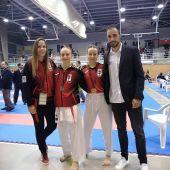 Cristina Andreu, Ana María Gracia, Paula Seva y Fran Gómez, representantes del Club Shotokan Carrús en la Liga Autonómica.