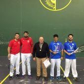De rojo, los jugadores del Xirivella Florencio López y Luis Miguel Ramírez; y de azul, los representantes del Club Frontenis Elche Luis Miguel Tenza y Jerónimo Vizcaíno.