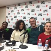 Maroto y varios alumnos protagonistas del vídeo, en los estudios de Onda Cero Ciudad Real