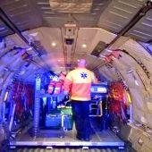 El interior de un avión del Ejército en el que ha sido trasladada una mujer del Hospital de Son Espases al Vall d'Hebrón en Barcelona