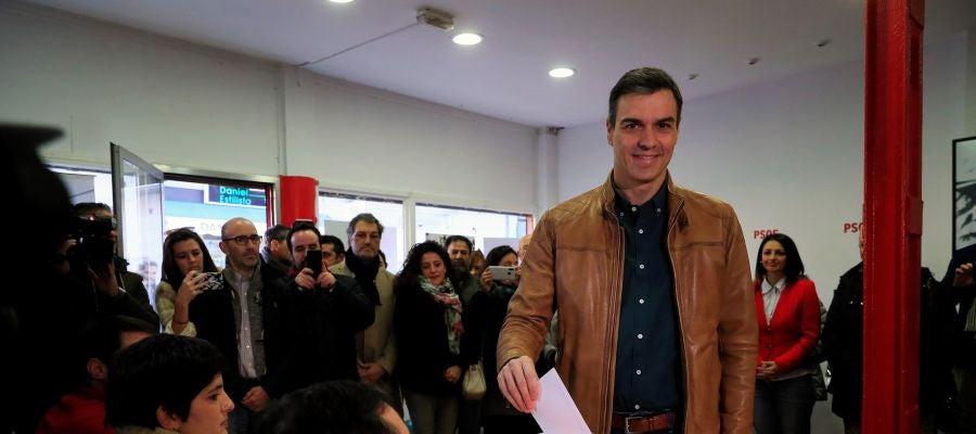 Pedro Sánchez ha votado la consulta a la militancia del Partido Socialista en la Agrupación de la localidad madrileña de Pozuelo de Alarcón