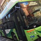 El pago en los autobuses urbanos no podrá hacerse en metálico y las líneas sufren algunas variaciones en sus horarios, sobre todo en las vinculadas a las partidas rurales.
