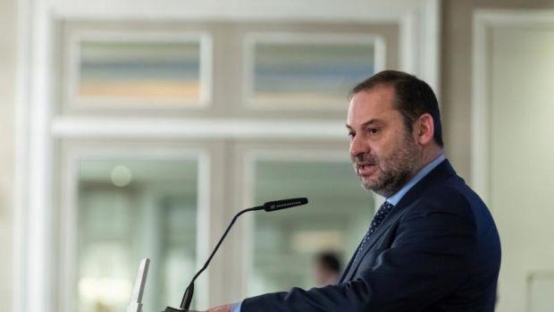 Ábalos resta importancia al enfado de ERC y dice que se mantiene la reunión del 10 de diciembre