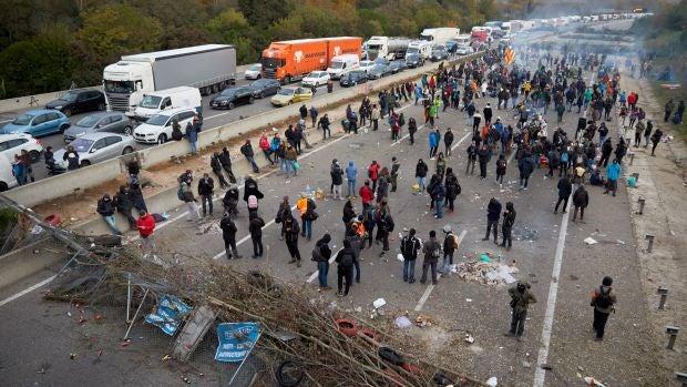 Los transportistas denuncian ante la Fiscalía los cortes de vías en Cataluña