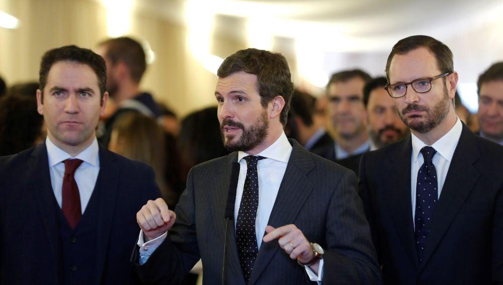 Los diputados del PP, Pablo Casado, Javier Maroto (d) y Teodoro García Egea (i) hace declaraciones a los medios a su llegada al Congreso de los Diputados.
