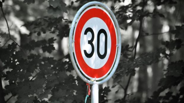 Imagen de una señal de limitación de velocidad