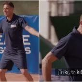 Joaquín, jugando a un partido de tenis