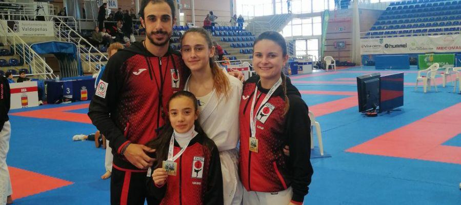 El Club Shotokan Carrús acudió a Valdepeñas con cuatro representantes y regresó a Elche con dos medallas.