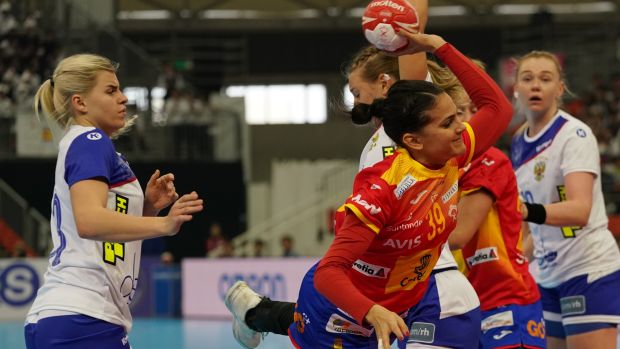 Partido entre España y Rusia en el Mundial de balonmano femenino