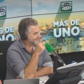 La reacción de Carlos Alsina al escuchar un sonido sospechoso durante la entrevista con Carmena