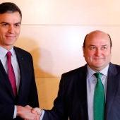 Pedro Sánchez y Andoni Ortuzar