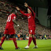 Firmino y Mané, celebran un gol del Liverpool.