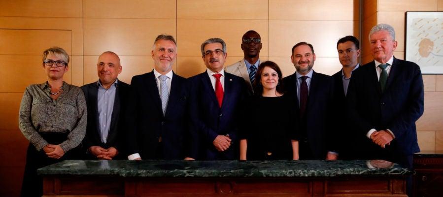 Lastra y Román Rodríguez firman el acuerdo PSOE-Nueva Canarias para la investidura
