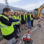 Varias autoridades del Consell de Mallorca durante una visita a las obras en la carretera entre Sóller y Fornalutx.