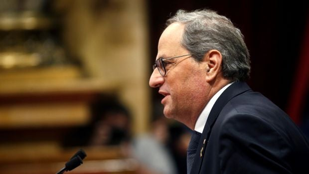 El secretario general del Parlament ordena retirar el escaño a Torra