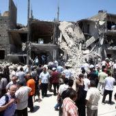 Vista de los escombros de varias casas que fueron destruidas durante un ataque aéreo en Trípoli.