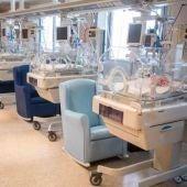 Manises lanza un decálogo para padres con bebés prematuros ingresados Neonatología