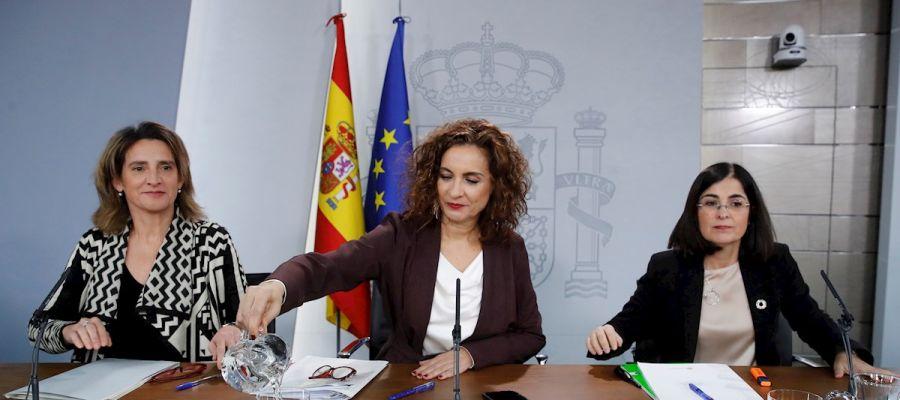 María Jesús Montero, Teresa Ribera y Carolina Darias durante la rueda de prensa posterior al Consejo de Ministros