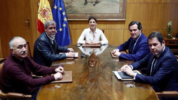 Gobierno, patronal y sindicatos acuerdan la subida del salario mínimo hasta los 950 euros