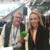 Juan Carlos Fresneda, periodista de Onda Cero, con María José Marcos, directora de Comunicación de Terra Mítica.