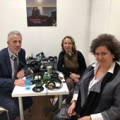 Pedro Homar y Elena Navarro atienden a los micrófonos de Onda Cero desde Fitur