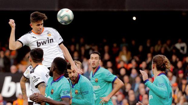 ¿Por qué el VAR revisó el gol anulado a Paulista y después pitó córner?