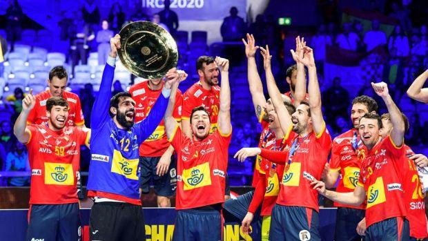 Los jugadores de la Selección Española celebran el Europeo de balonmano.