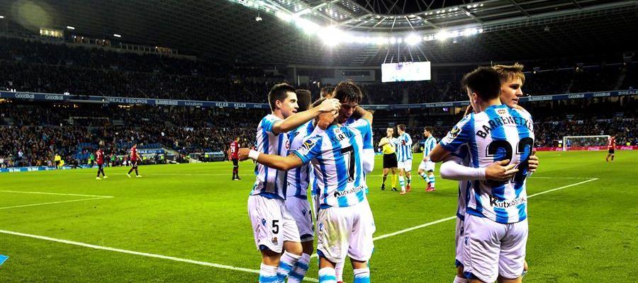 Los jugadores de la Real Sociedad celebran su gol ante el Mallorca.
