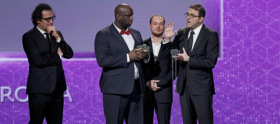 El equipo de 'Los miserables', ganadora a mejor película internacional