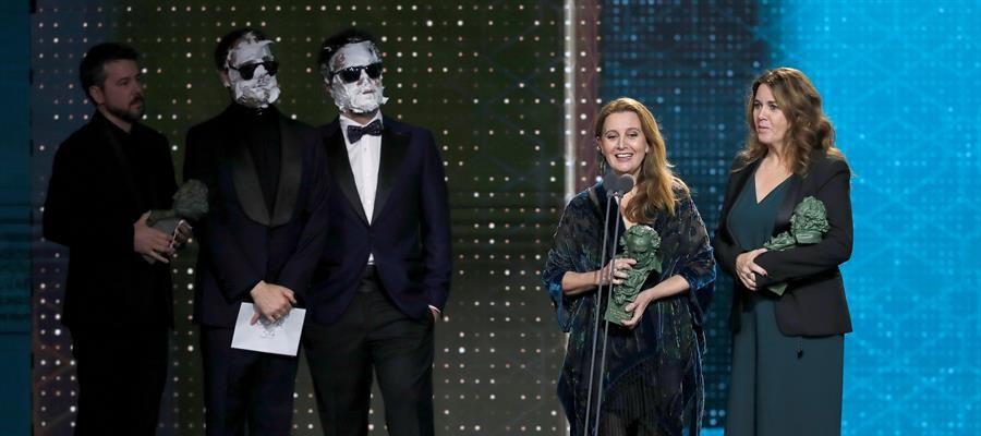 Ganadoras del Goya a mejor peluquería y maquillaje por 'Mientras dure la guerra'