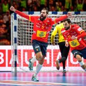 Jorge Maqueda festeja una acción del equipo español de balonmano.