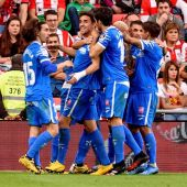 Los jugadores del Getafe celebran el segundo gol del partido marcado por Jaime Mata (2i) ante el Athletic de Bilbao