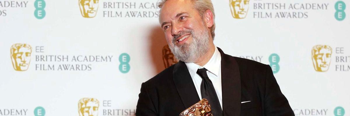 Sam Mendes acaricia el Oscar para '1917' tras arrasar en los BAFTA con 7 premios
