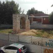 En un breve espacio de tiempo desaparecerán las vallas que rodean el Arco del Torreón