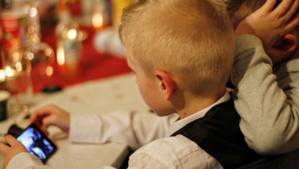 El uso del móvil provoca problemas de desarrollo, afectivos y relacionales en los niños