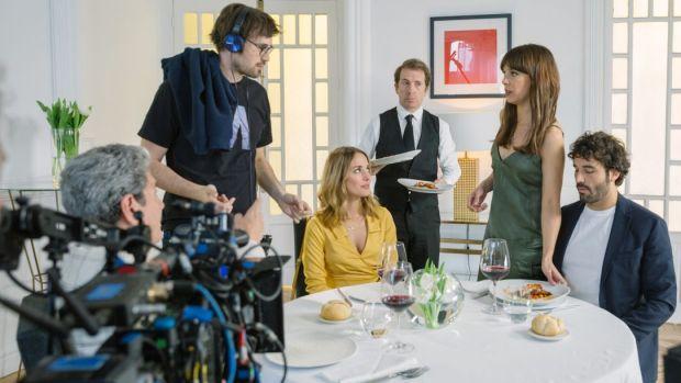Dani de la Orden dirige una de las escenas de la película 'Hasta que la boda nos separe'