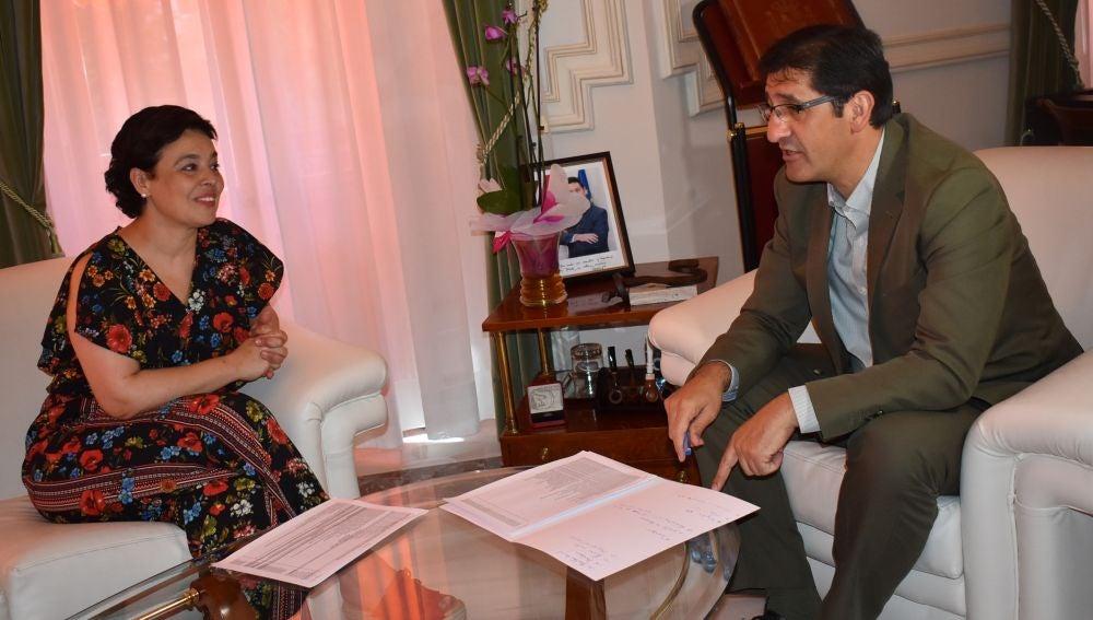 Reunión entre José Manuel Caballero y Pilar Zamora