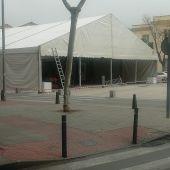 La estructura de la carpa del Carnaval ya se puede ver frente a la Puerta de Toledo